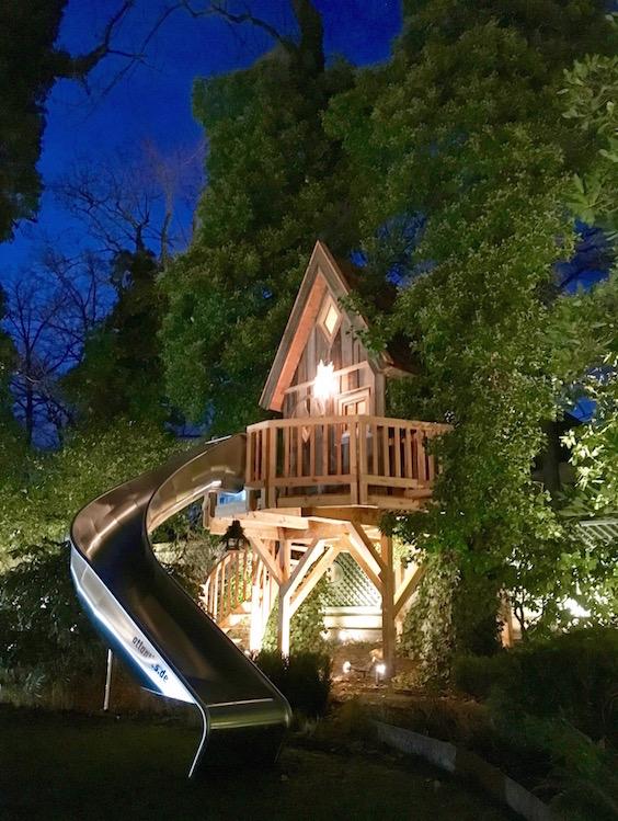 Zauberhaftes Hexenbaumhaus in München erspäht!